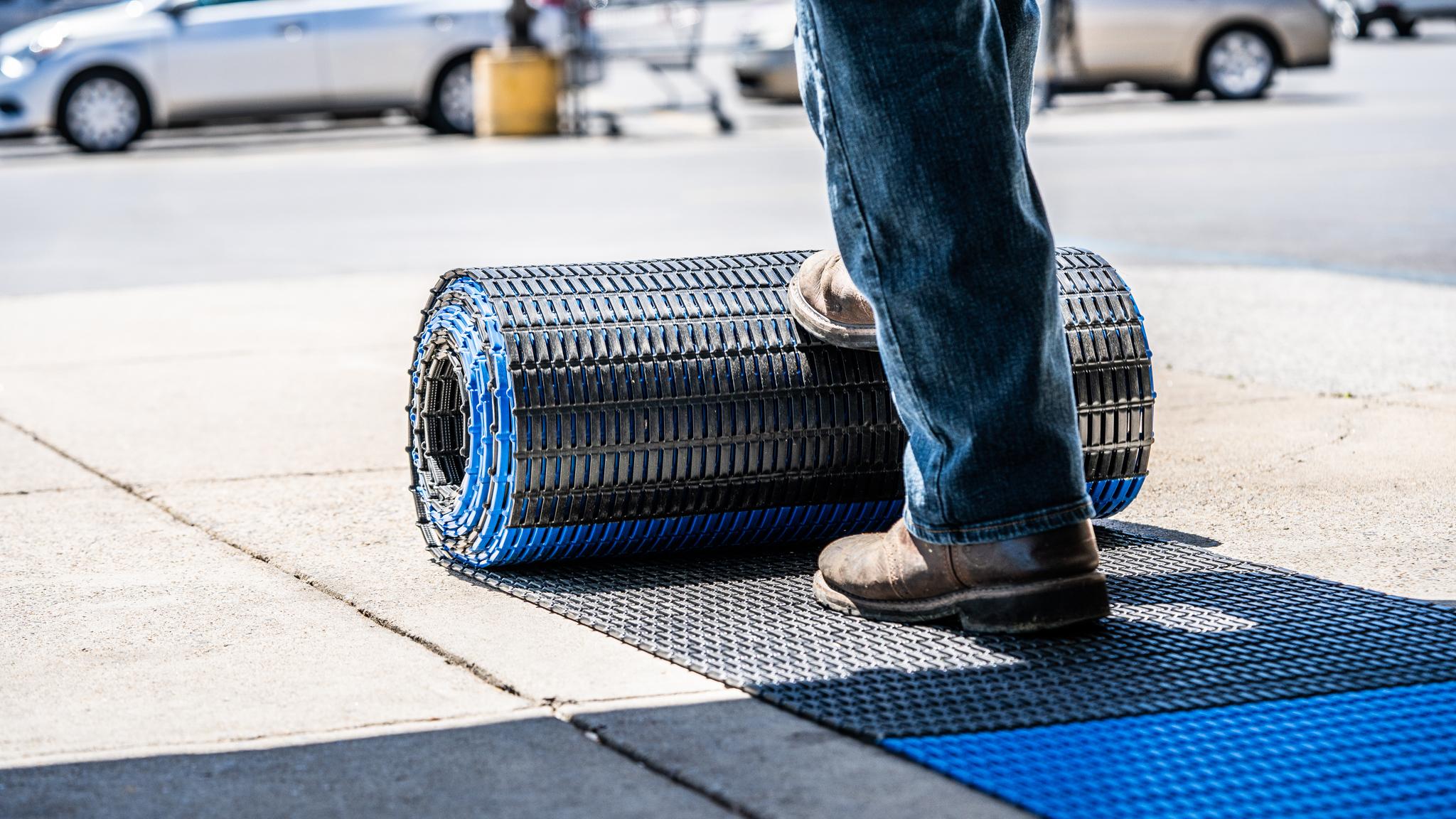 Halte-Abstand-Bodenmatte